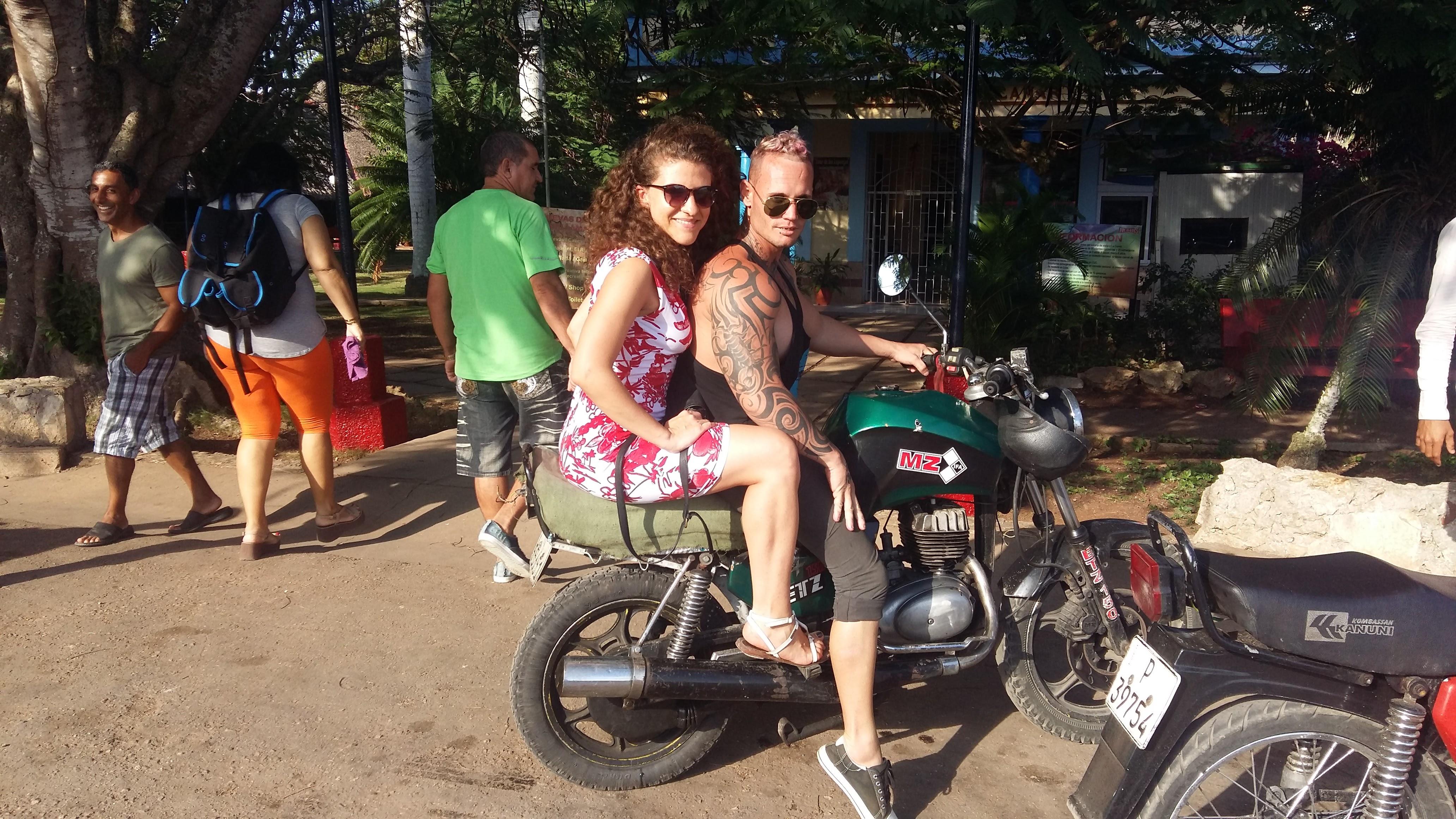 taxisti-motociclette-matanzas-cuba