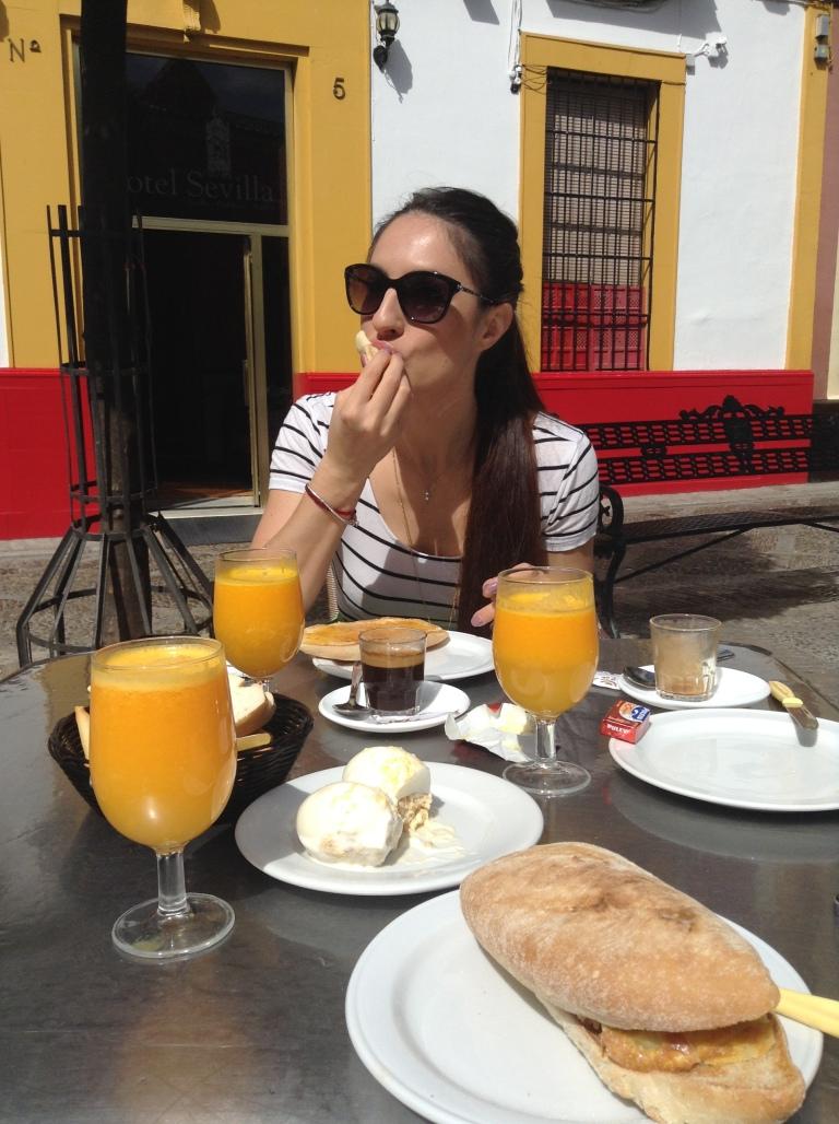 colazioni-siviglia-tostadas-succo-arancia