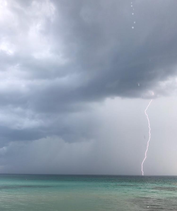 temporale-spiaggia-punta-prosciutto-lecce-puglia