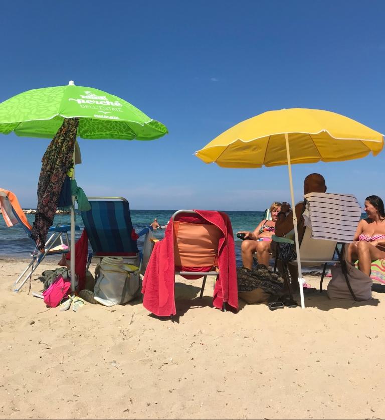 spiaggia-pane-pomodoro-bari-puglia-italia
