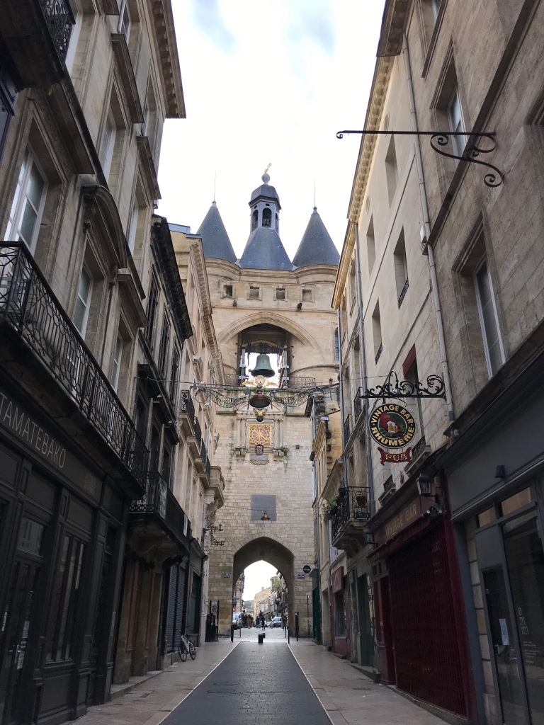 porte-grosse-cloche-bordeaux