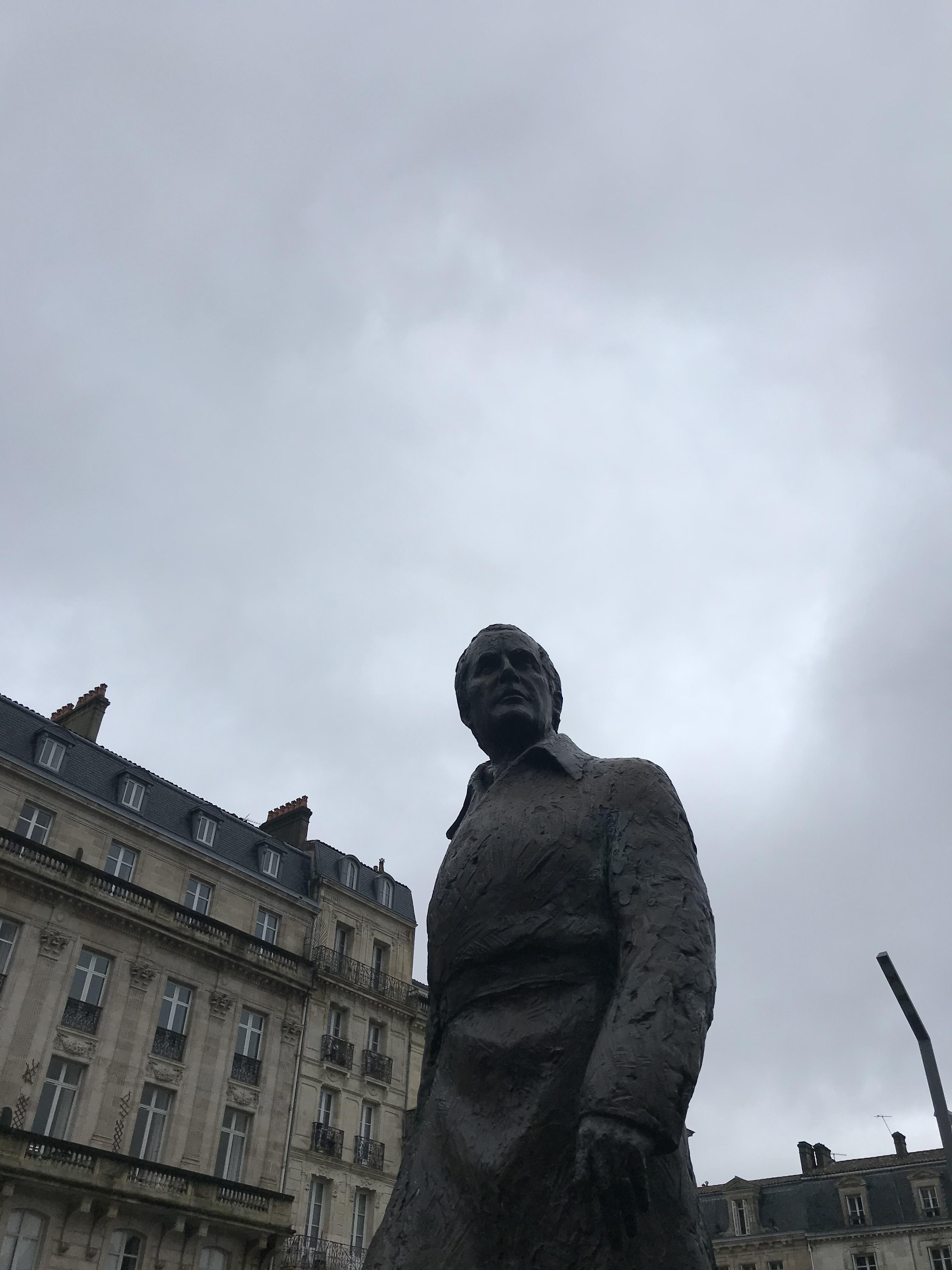 statua-jacques-chaban-delmas-place-pey-berland-bordeaux