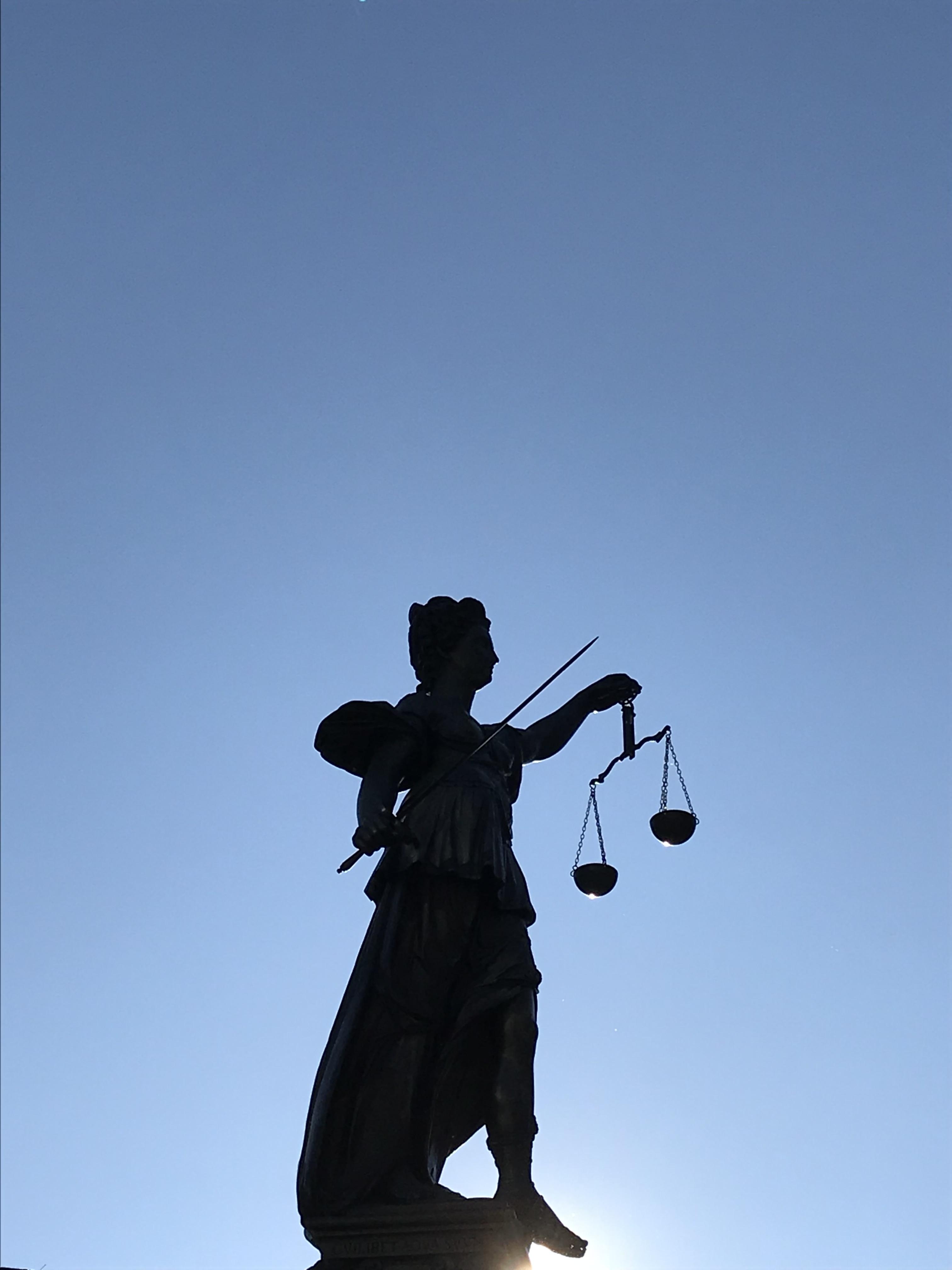 divinità-giustizia-piazza-römerberg-francoforte