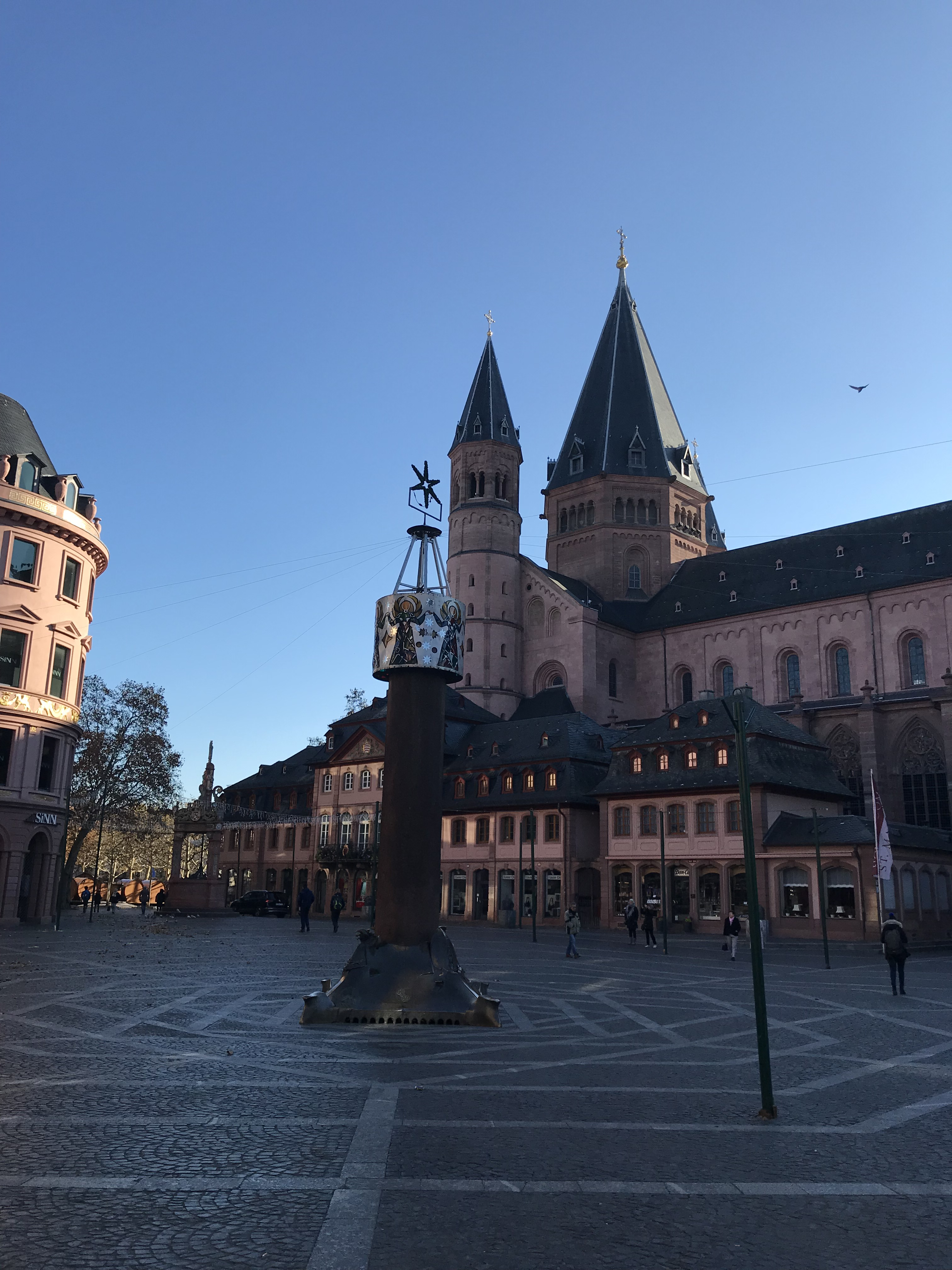piazza-mercato-magonza
