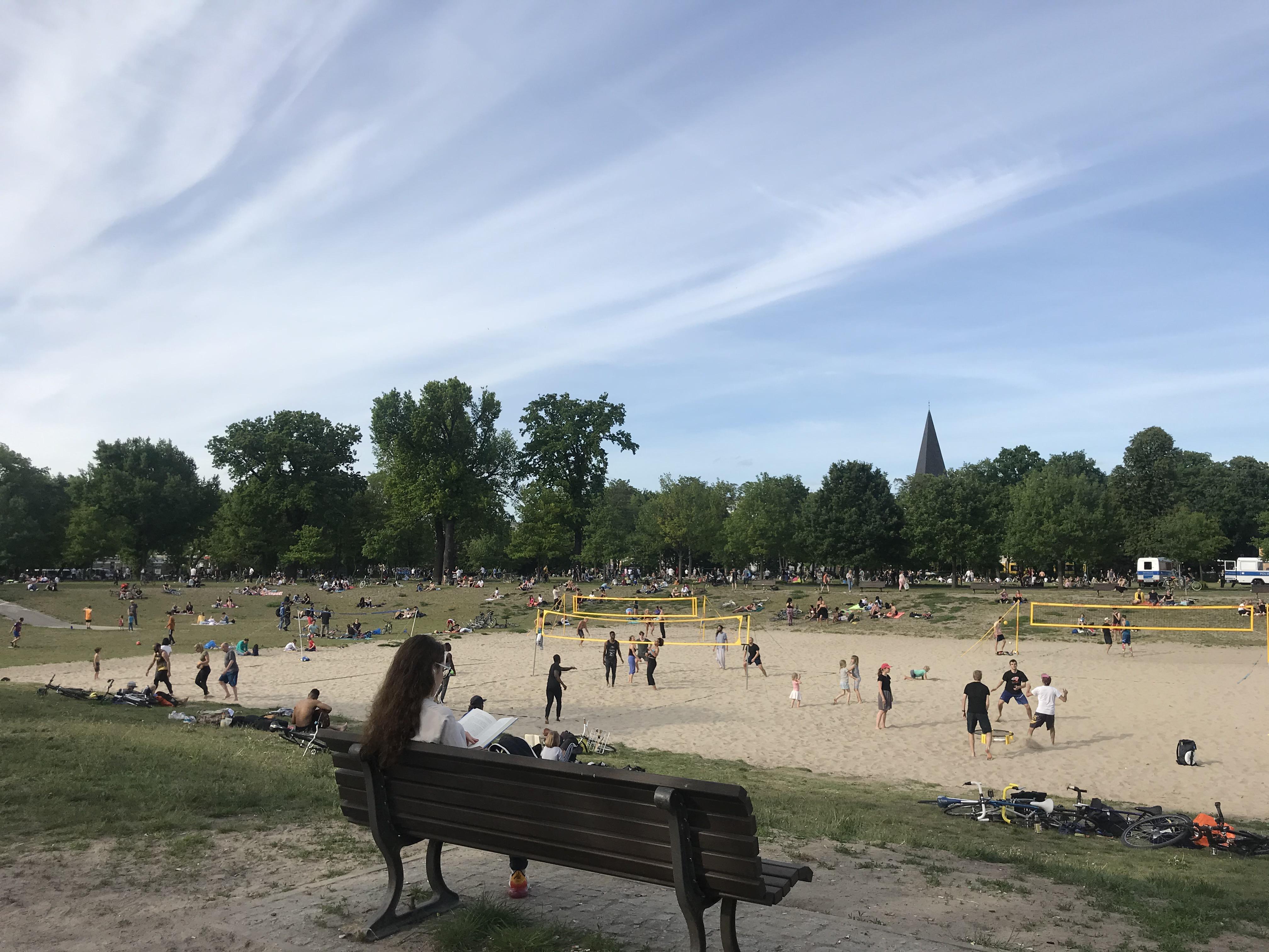 leggere-beach-volley-volkspark-friedrichshain
