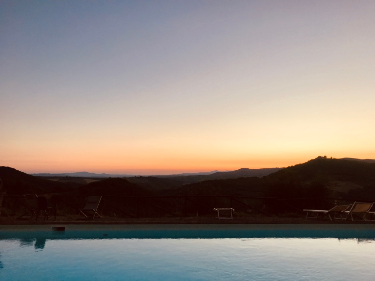piscina-vista-colline-senesi