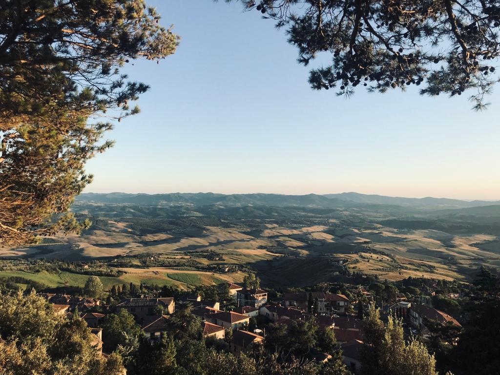 La vista sulle colline dal borgo di Volterra - Toscana, Italia