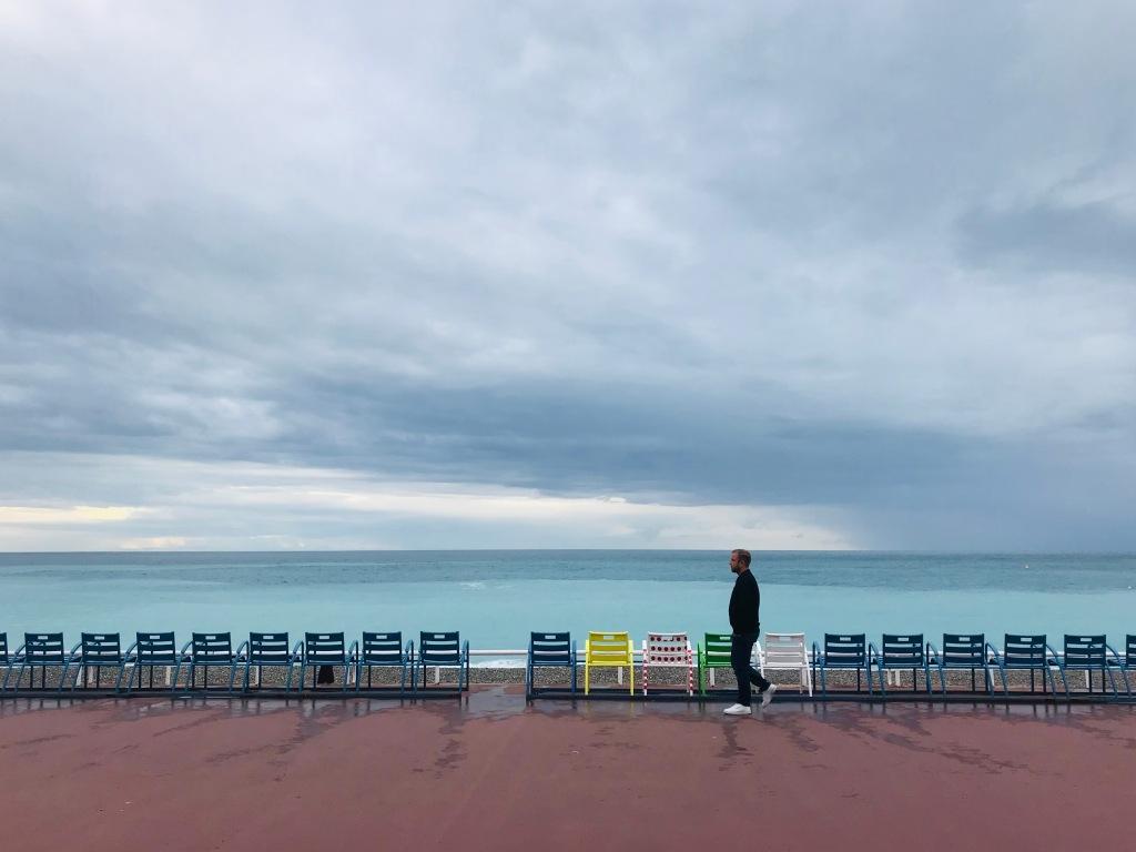 Johannes passeggia lungo la Promenade des Anglais - Nizza, Costa Azzurra, Francia