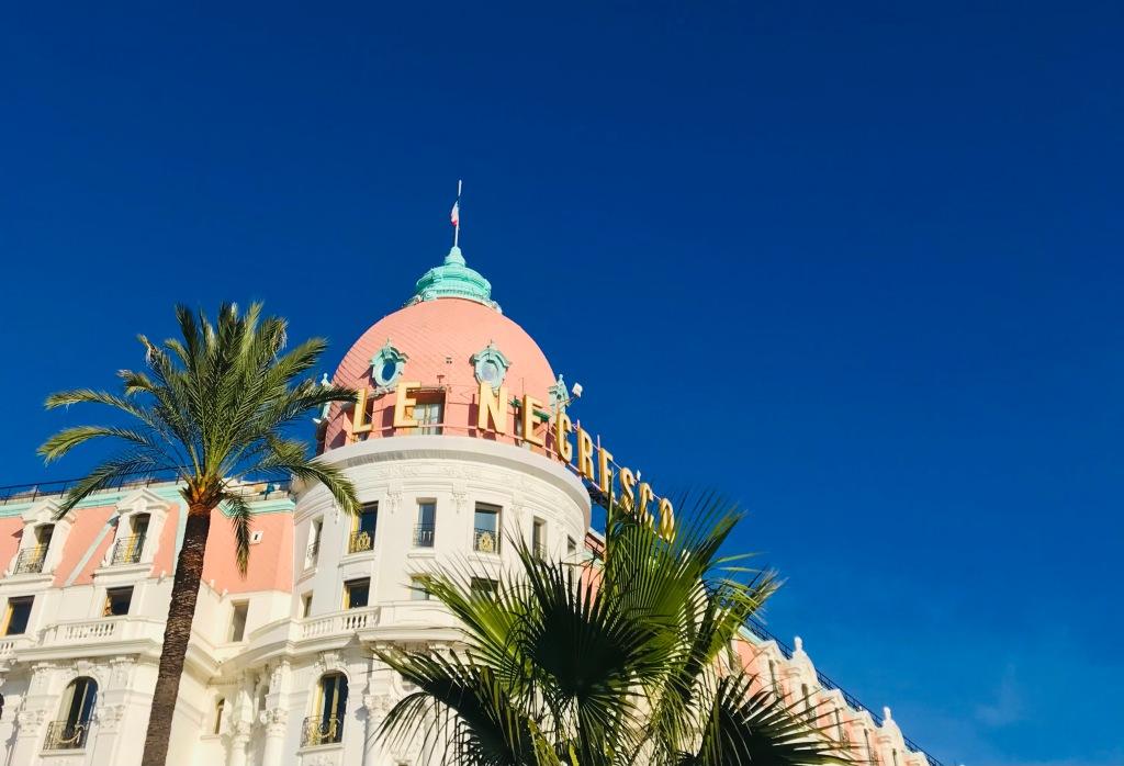 Le Negresco, hotel simbolo di Nizza, si trova proprio sulla Promenade des Anglais - Nizza, Costa Azzurra, Francia