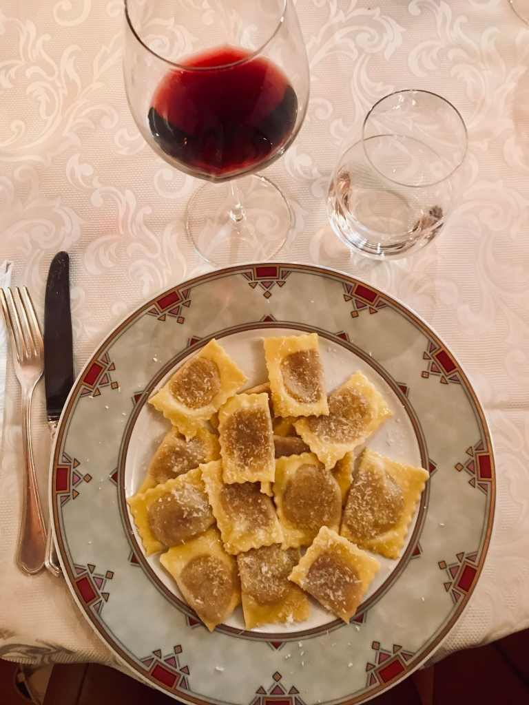 Il piatto mantovano per eccellenza, i deliziosi tortelli di zucca da Ristorante Grifone Bianco - Mantova, Lombardia, Italia