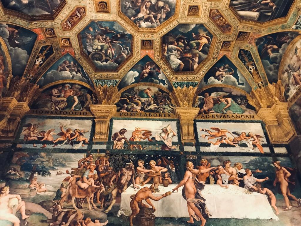 Un affresco de La Sala di Amore e Psiche a Palazzo Te, sempre di Giulio Romano - Mantova, Lombardia, Italia