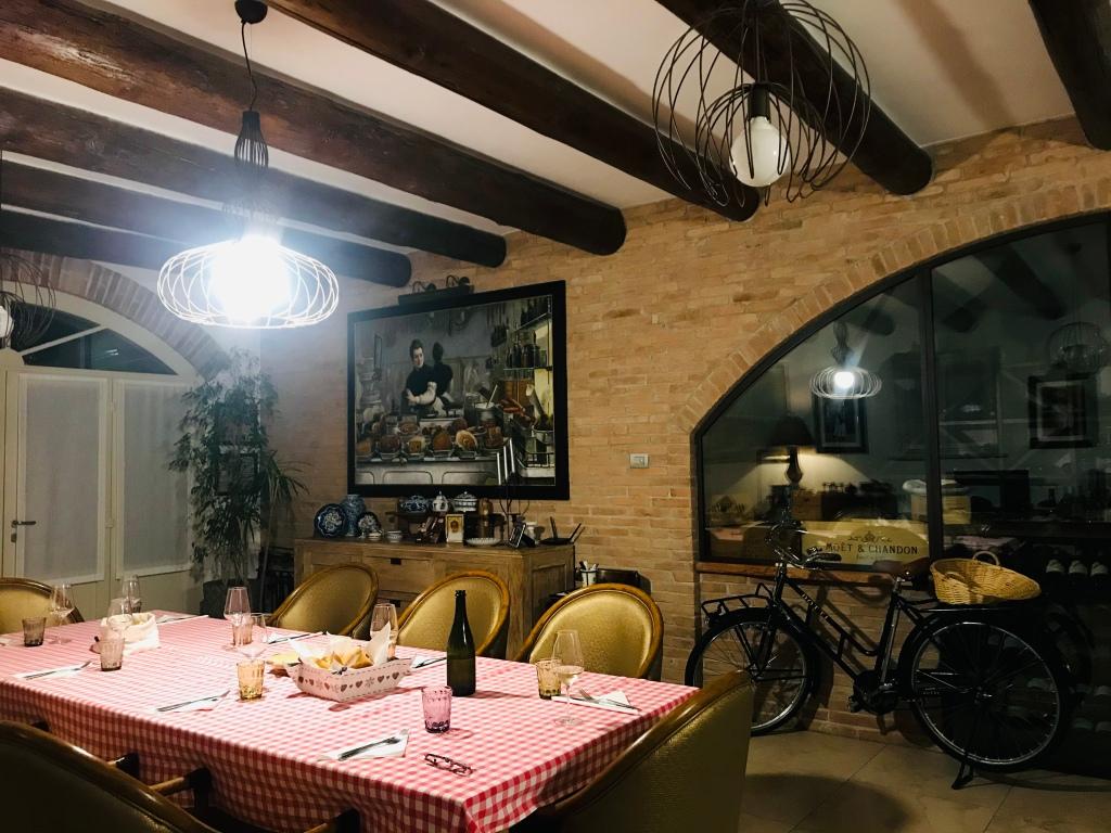 Innamorata dell'arredo del loghino di Enzo e Karen - Roverbella, Lombardia, Italia