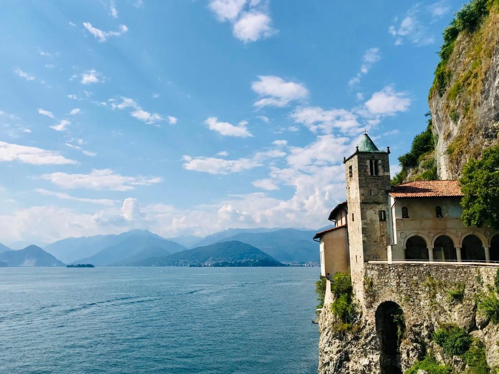 L'Eremo di Santa Caterina del Sasso - Leggiuno, Varese, Italia