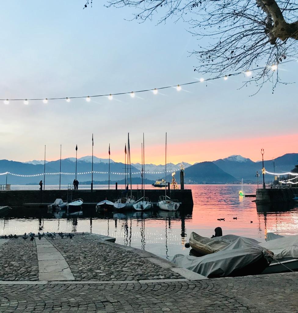 Il porticciolo, perfetto per le passeggiate vista lago - Laveno Mombello, Varese, Italia