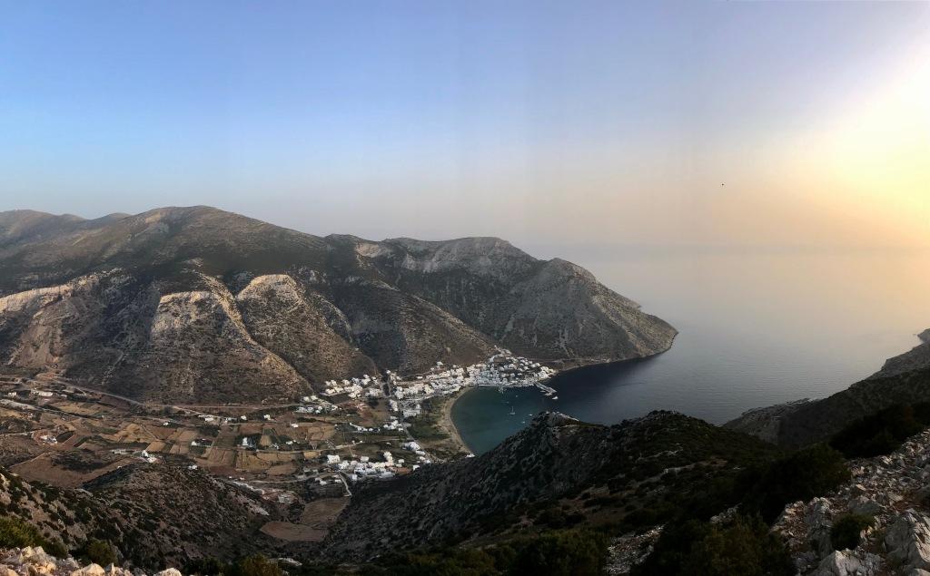 Splendida vista su Kamares dal Monastero Agios Symeon - Sifnos, Isole Cicladi, Grecia
