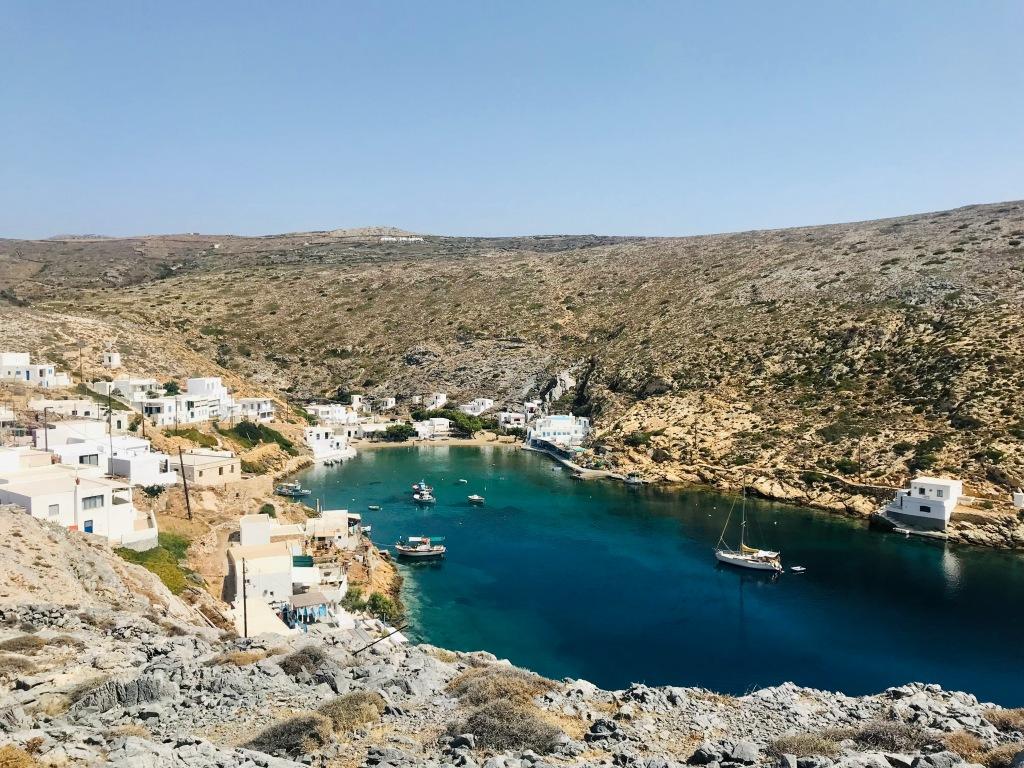 Vista su Cheronissos, dolcissimo villaggio di pescatori - Sifnos, Isole Cicladi, Grecia